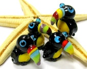 SMAUGGS little toucan (1p, 22mm x 15mm x 15mm), glass, black, colorful, hole 2mm runs vertically