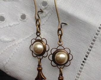 oO ELIZABETH Oo victorian kiska white glass pearl brass earrings