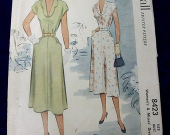 Vintage 1951 McCall Sewing Pattern . 8423 . Scalloped Collar Dress . Size 14