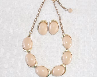 1950s Vintage Beige Thermoset Plastic Choker Necklace Earrings Demi Parure