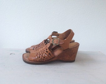 70s platform heels / vintage wood & leather sandals / Danella heels