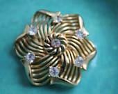 Lisner Brooch Gold tone Rhinestone Pin VINTAGE by Plantdreaming