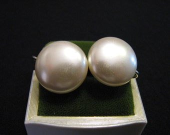 Vintage Round White Faux Pearl Lucite Screwback Earrings