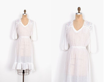 Vintage 1970s Dress / 70s Cotton Gauze Dress with Floral Crochet / White (S M)