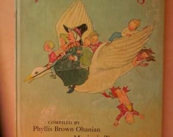 Favorite Nursery Songs Illustrated by Marjorie Torrey