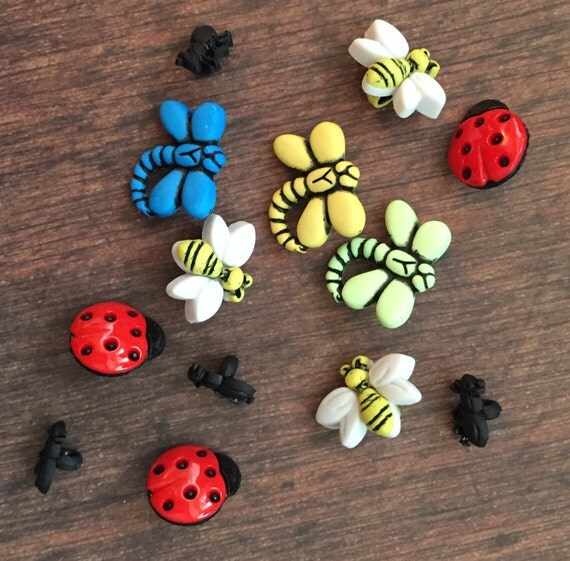 """Bug Buttons Packaged Novelty Button Assortment """"Garden Bugs"""" Style 4243 by Buttons Galore Includes Dragonfly Bees Lady Bugs"""