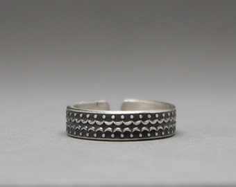 patterened silver band - sterling silver horseshoe adjustable ring with pattern - size 7