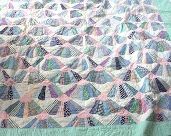 Vintage 1950's Quilt // 50's Patchwork Quilted Heirloom Blanket // Fan Design Bedspread
