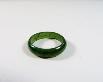 Vintage Bakelite Ring / 1930s Bakelite 1940s Bakelite Ring / 1930s Ring / Ink Spot Swirled Green / Size 7 1/2