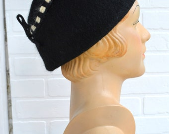 1950s Neumann Endler Black Fur Felt Hat with Cream Detail