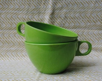 set of melamine tea cups, vintage melamine cups, lime-green plastic, melmac kitchenware, retro dinnerware, 1970s kitchen