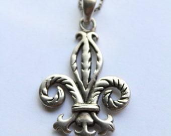 Vintage Fleur De Lis Pendant In -925 Sterling Silver