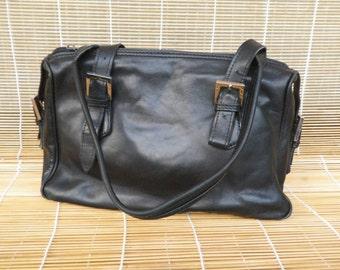 Vintage Medium Size Black Leather Zip Up Top Hand Bag Purse