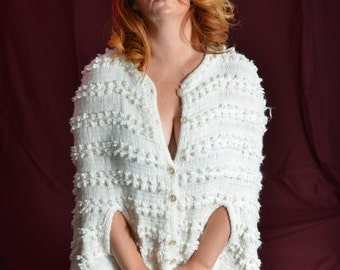 Sweet Secret Capers 1960s Vintage Dotty Mann Mod Comfortable Embroidered Button Up Knit White Cape Shawl With Fringe Sz OSFM