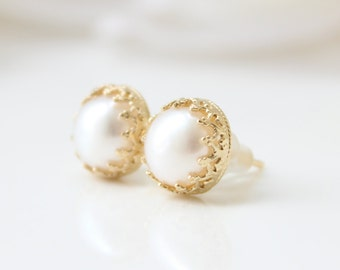 Pearl stud earrings | Romantic gold stud earrings set with freshwater pearls | Gifts for her