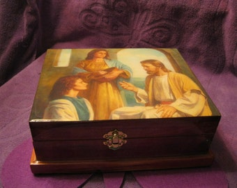 CEDAR JEWELRY BOX  with Parquet Finish - Handcrafted,Jesus with Mary and Martha Forrest Green Lining