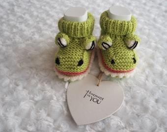 crocodile baby booties/Crocodile shoes/knitted baby booties/baby slippers/baby shower gift/unisex booties/novelty booties/animal booties.