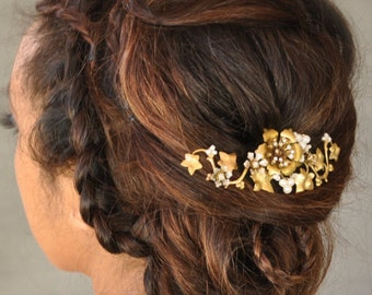 Bridal hair clip, gold leaves comb, wedding hair clip, leaves hair clip, metal vine flower hair clip, brass flora hair adornment, grapevine