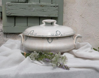 French vintage tureen soupière. Transferware tureen. French antique soupière. French vintage transferware. shabby chic. Large tureen