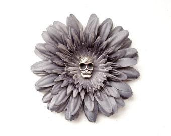 Gray daisy skull flower hair clip (dia de los muertos, day of the dead, grey hair flower)