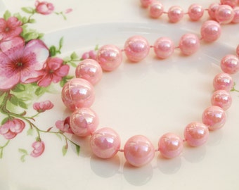 Plastic Bead Necklace, Beaded Necklace, Pink Beads, Lustre Beads, Plastic Necklace, Plastic Beads, 1960s Necklace, Pearlescent Pink - 1960s
