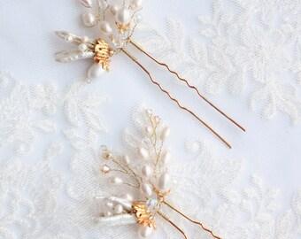 Bridal hair pins. Pearls hair pins. Golden hair pins. Bridal hair accessories. Style 616