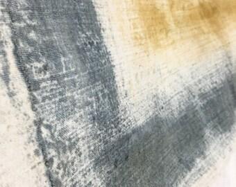 Telo fatto a mano e tinto al thè, grigio e giallo ocra, handmade tea cloth