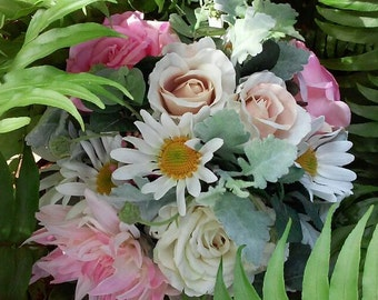 2 x Bouquets Wedding Package Bridal Bouquet, Bridemaid Bouquet, 2xButtonholes Wedding Flowers Roses Daisies