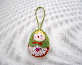 Felt Green vs Red Doll (Medium Size), Felt Russian Doll, Felt Matryoshka, Felt Handmade Christmas Ornament, Felt Doll Keychain, Felt Toy