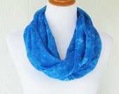 Vibrant Blue Infinity Scarf, Tie Dye Effect, Women's Fashion Scarf, Circle Scarf, Necklace Scarf, Women's Scarves, Eclectasie