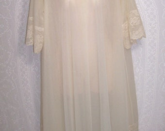 Size Medium ~  Peignoir ~ Robe ~ by Shadowline ~ Below Knee Length ~ Vintage ~ Dressing Gown ~ Double Layer Chiffon ~ Cream Color ~ Lace