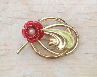 Retro Red Rose Costume Brooch Embellished with Faux Pearl / Enamel Flower Brooch in Gold Tone Setting