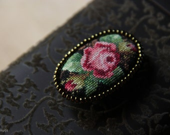 Oval cross stitched floral pattern brooch/hand embroidered brooch with flowers/vintage accessory/victorian style brooch/mikro cross stitch