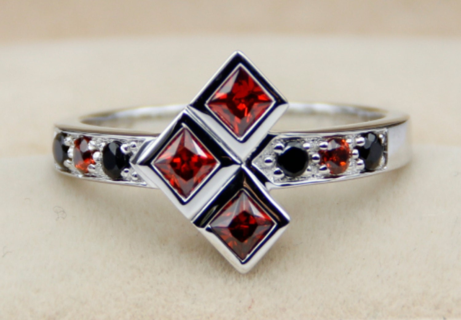 harley quinn ruby and black diamond harley quinn wedding ring zoom