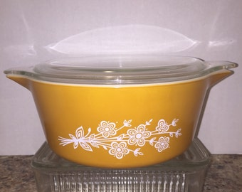 Pyrex Butterfly Gold 475 casserole with lid