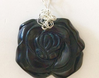 Large Blackstone carved rose stone pendant necklace.