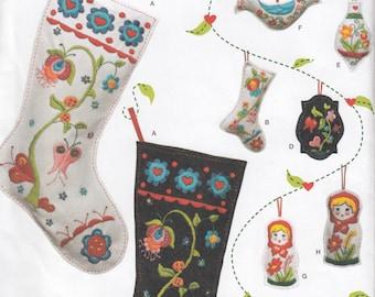 Christmas Decorations Sewing Pattern - Simplicity 2495 - Home Decor Sewing Patterns - Christmas Patterns - Felt Christmas Stockings Pattern