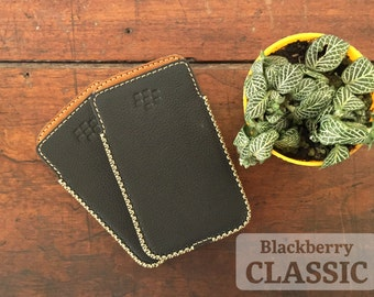 Blackberry Classic Q20 - Handmade Genuine Leather Case | Leather/Pouch/Sleeve/Housing/Dotted/Black