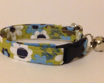 Flowers on sage green kitten or cat collar - you choose the size