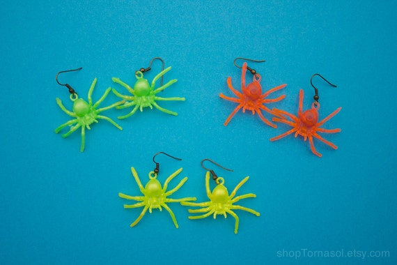 Items similar to Spider earrings - Green Spider Insect ...