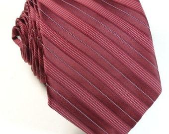 """Vintage Tie Raspberry Maroon Red Skinny 3"""" 54"""" Mens Necktie"""