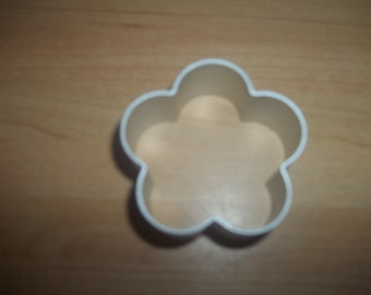 Small flower shaped cookie cutter