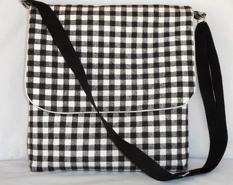 Black and white messenger bag with adjustable strap by RiverPurseWorks