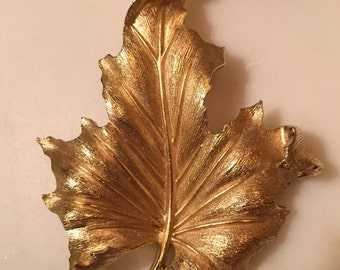 Vintage Crown Trifari gold tone leaf brooch