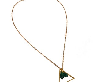 Necklace with a charm in geometric shape deco