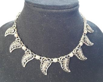 Vintage Gold Tone leaf design adjustable Choker Costume Jewelry Necklace