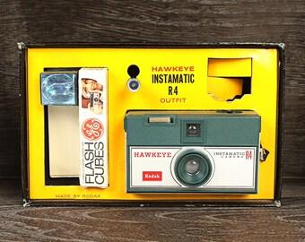 Vintage Kodak Hawkeye Instamatic R4 Outift
