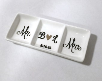 Mr. and Mrs. customizable ring dish, Ring holder, Bridal shower gift, Wedding gift, Mr and Mrs,  Personalized ring dish, Engagement gift