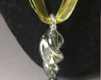 Twist glass necklace