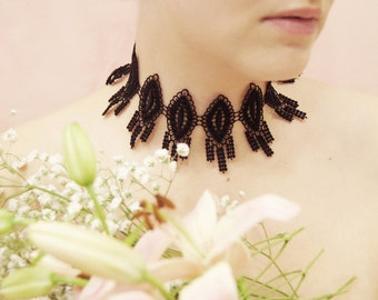 Choker necklace, with black guipure lace, adjustable size